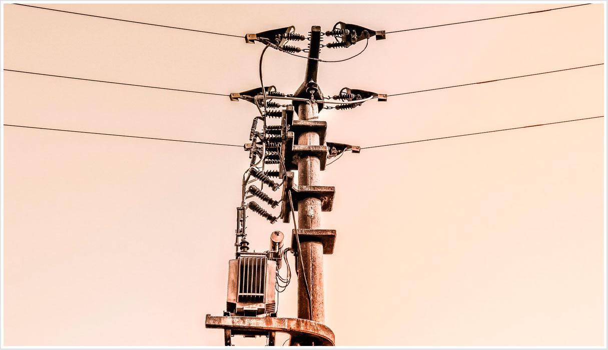 Líneas eléctricas en Colombia Solar